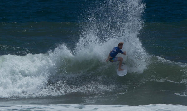 Taylor Clark (USA) winning his Round 3 heat at the Essential Costa Rica Open Pro QS3,000