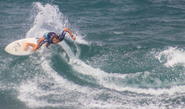 Che Allan (BRB) winning his Semifinal heat at the Soup Bowl Pro Junior