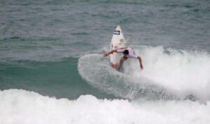 Alex Ribeiro advanced into Round 4 of the Mahalo Surf Eco Festival.