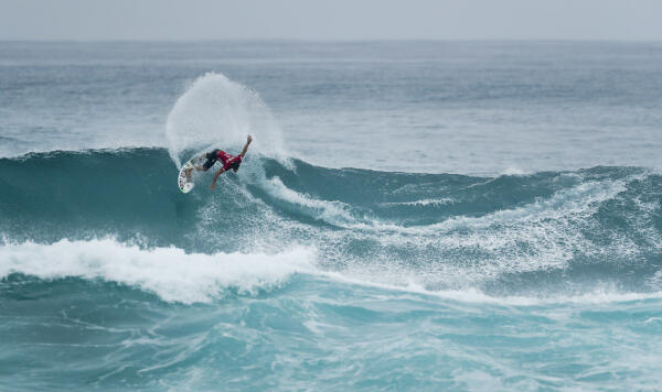 Deivid Silva placed third in Heat 1 of the Quarter Finals at the VANS World Cup of Surfing at Sunst Beach, Hawaii today.