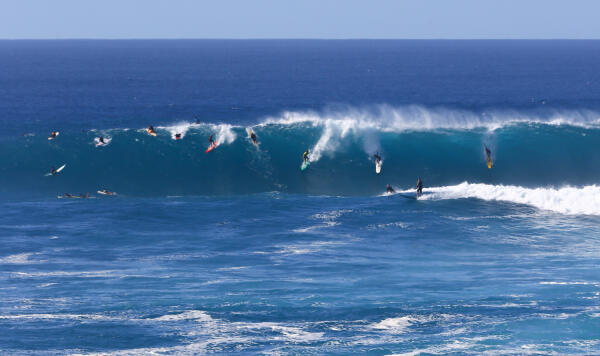 This is what they call average at Waimea Bay. Photo: WSL/Keoki.