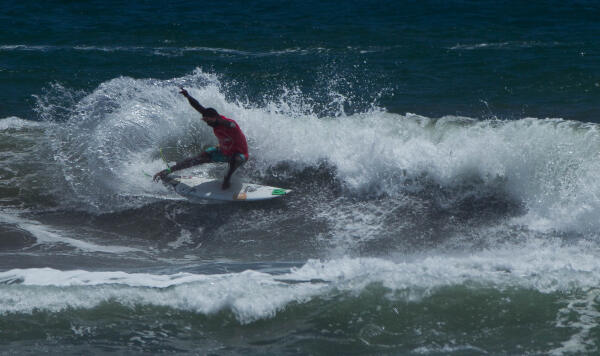 Francisco Bellorin (VEN) winning his Round 3 heat at the Essential Costa Rica Open Pro QS3,000