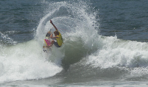 Charly Quivront (FRA) winning his Round 3 heat at the Essential Costa Rica Open Pro QS3,000