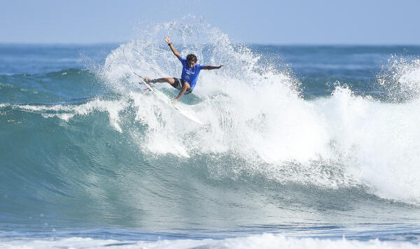 Samuel Pupo winning Heat 4 of Round One at the Hawaiian Pro at Haleiwa today.