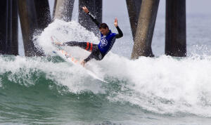 Brett Simpson (USA)  winning his Round 5 heat to advance to the Quarterfinals of the 2014 Vans US Open of Surfing