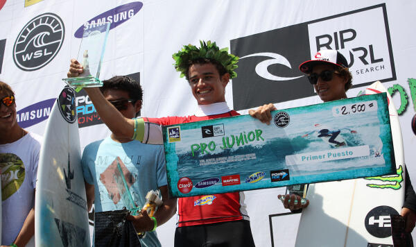 Deivid Silva receiving top honors at the 2015 Rip Curl Pro Junior San Bartolo.
