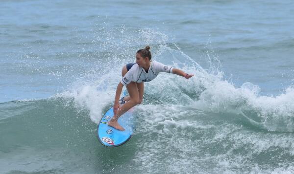 Alyssa Spencer (USA) winning the Ron Jon Vans Pro Junior Women's event for the second-straight year.