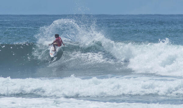 Silvana Lima (BRA) winning her Round 3 heat at the Essential Costa Rica Open Pro QS3,000