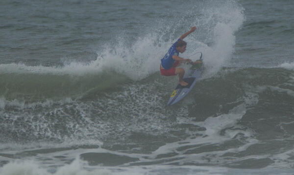 Nolan Rapoza (USA) winning his Round 3 heat at the Essential Costa Rica Open Pro